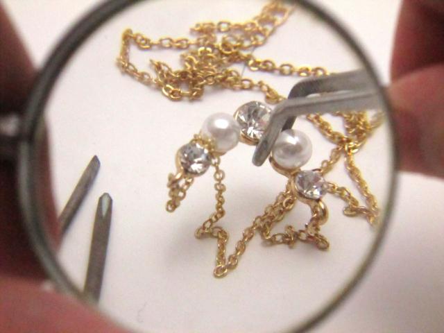 ダイヤモンドが本物かどうか調べる鑑定機の仕組みとは