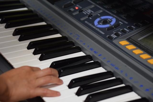 まずは型番をチェック!電子ピアノ買取の相場感