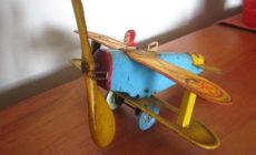 壊れたブリキのおもちゃを修理できる場所と、自分でできる簡単な修理方法